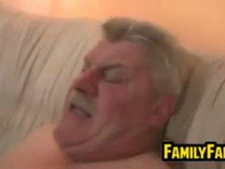 Adolescente follada por su gorda padre en ley