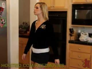 O fantasy abduction film starring tara lynn foxx