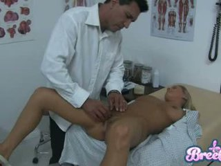 Chienne bree olson est having que guyr soaked abricot tickled avec son physicians fingers