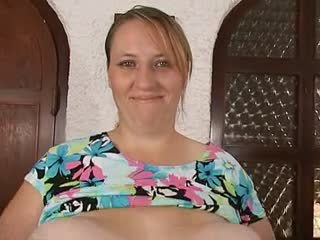妈妈 & 她的 大规模 巨大 saggy 胸部