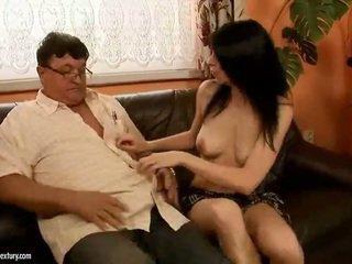 vol brunette, een hardcore sex actie, orale seks video-