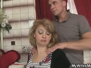 Mother-in-law jumps এ তার বিশাল বাড়া যেমন তার বউ leaves