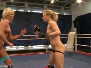 Laura بلور و michelle غض fighting exposed