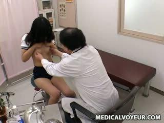 תלמידת בית ספר רופא examination sp.