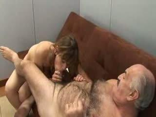 Kakek dan gadis muda
