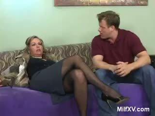 Experienced Older MILF Kelly Leigh