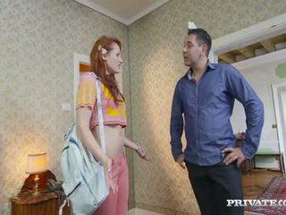 Estudante emy gets lured em um hotel por o owner