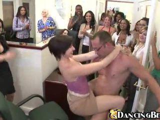bruneta, zábava, hardcore sex, sex na verejnosti