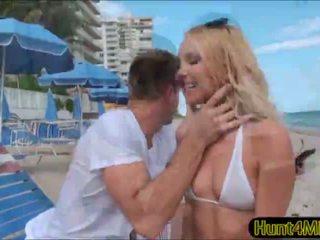 Aaliyah pažinčių yra excited į turėti a seksas tryse su krūtinga milf destiny dixon