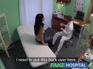 Fake hospital squirting milf wants breast implants e gets um ejaculação interna injecção em vez
