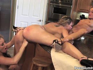 kut likken gepost, lesbiennes porno, neuken rondborstige slet thumbnail