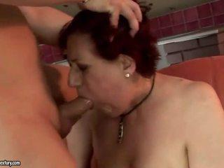 很 脂肪 奶奶 getting 性交 硬