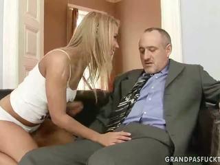 Bunic fucks lui tineri prietena