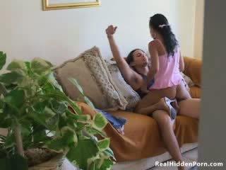 Latina nukke amatööri fucks hänen boyfriend ja pyydettyjen mukaan the nanny