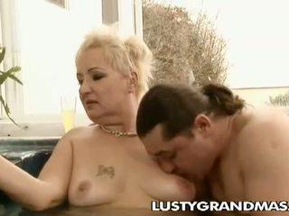 Lusty grandmas: terangsang gemuk pendek perempuan tua leila dibor di jacuzzi