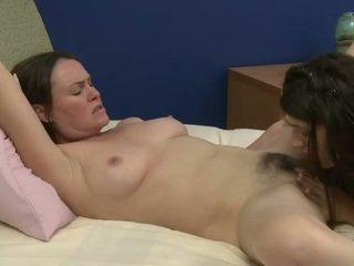 Starý a mladý lesbičky prefers sweety ústní pohlaví