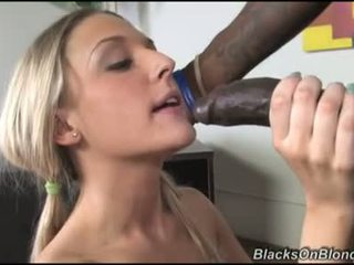 Tristyn kennedy 讓 darksome dong load 她的 donut 同 附帶
