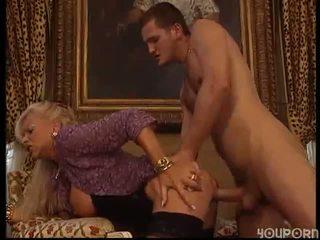 Mature femme baisée par étalon