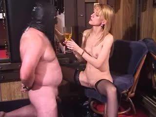 नॉटी ब्लोंड मिल्फ डोमीनेट्रिक्स बिज़ार फेम्डम piss ड्रिंकिंग