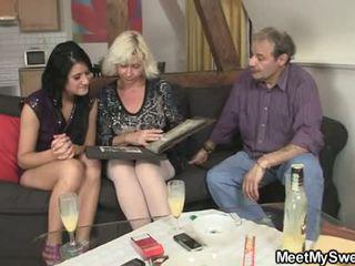 Gf gets lured en trío por su parents