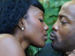 Warga afrika sensuous adalah dibuat cinta