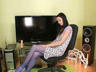 丝袜 秘密: 角质 褐发女郎 simona 在 blue 丝袜 玩具 她自己