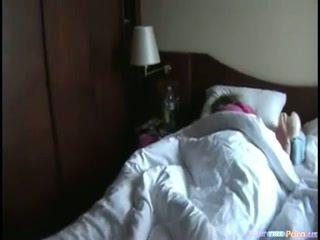 Млад кучки спящ