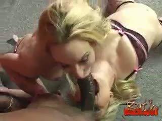 realiteit porno, pijpbeurt, een interraciale tube