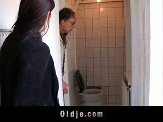 Oldje: noor teismeline tries tema esimene vana mees