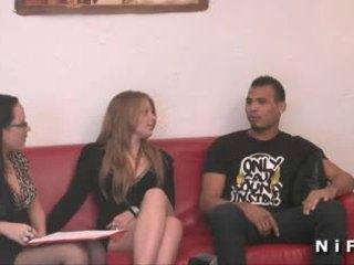Nuori ranskalainen slut kova anaali perseestä sisään kolmikko