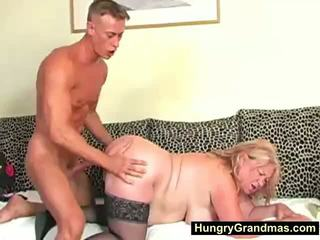 Blondýnka tuk babičky edna