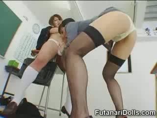 Futanari สาวๆ gets sucked!