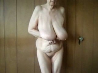 80 έτος γριά γιαγιά με μεγάλος saggy βυζιά