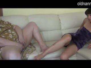 Bella e grassa (bbw) nonnina e giovane ragazza masturbare insieme video