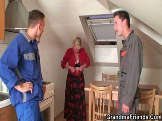 Vecmāmiņa takes the dzimumloceklis