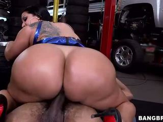 Big Booty Creampie In Mechanic Shop
