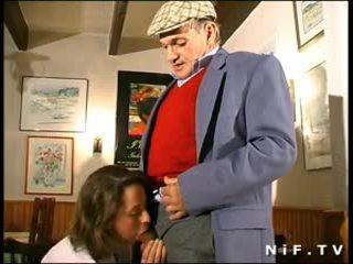 Französisch milf im dreier mit papy voyeur im ein restaurant