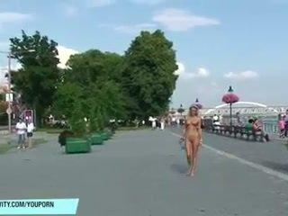 বাতিক laura স্ফটিক has মজা উপর গন streets
