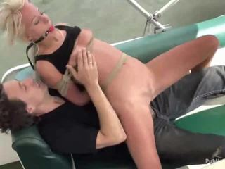 Carla Gets Drilled And Facial On A Boat