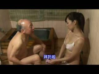 Japoniškas seselė taking priežiūra apie senelis video