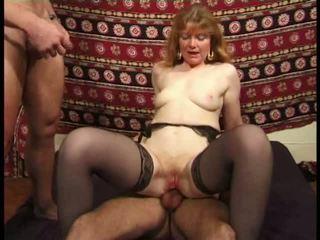 Martine, mature anal banged en bas vidéo