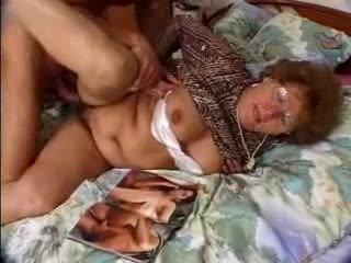 Karvainen mummi catches grandson jacking