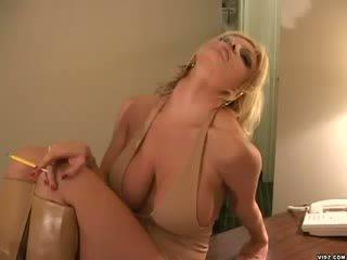 Brittany andrews बनावट boner स्टैंड घमंडी