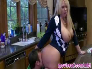 Menarik rambut pirang babe molly tertangkap dia boyfriend dengan sebuah milf