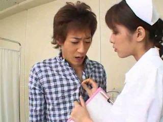 Sexy caliente asiática japonesa enfermera gives caliente mamada a su paciente