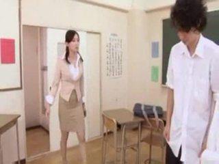 Kuuma japanilainen opettaja