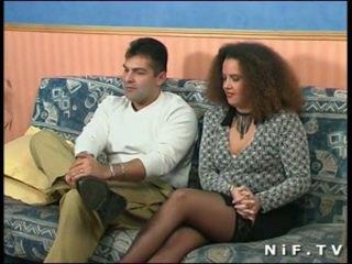 Paerie de jeux coquins entre jeunes couples - 2 part 1