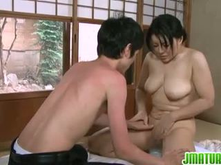 اليابانية نضوج: اليابانية ناضج فتاة مع لها شاب نحيف lover.