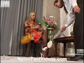 Florence lesley קינקי ניילון רגליים סרט