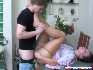Venäläinen äiti ja poika sukkahousut fetissi seksi